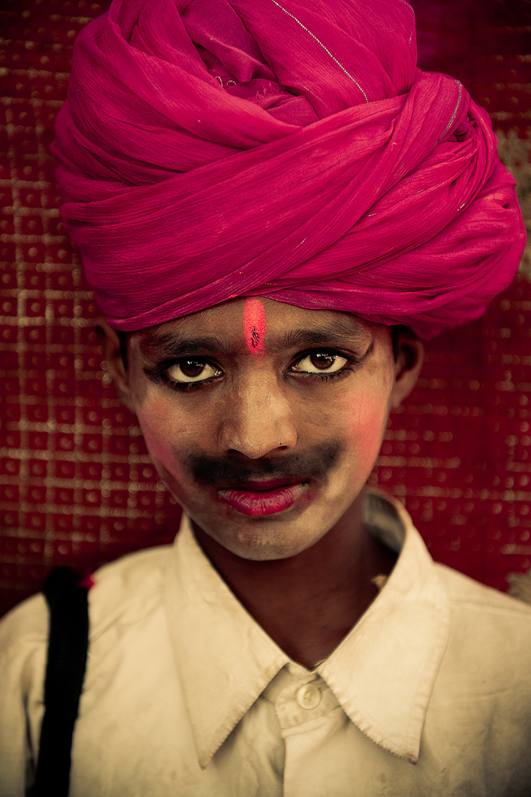 boy_with_turban_pushkar_camel_fair_Rajastan, India