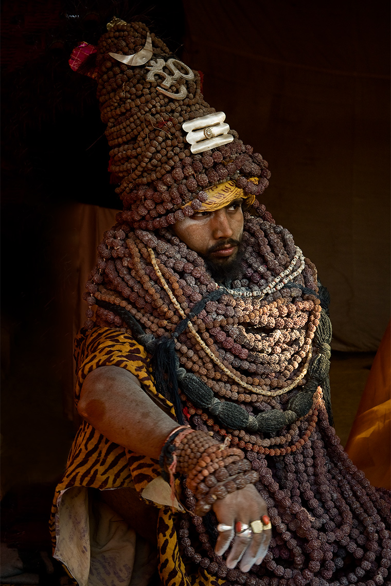 indian-sadhu-wearing-tons-of-rudraksa-prayer-beads-in-kumbh-mela