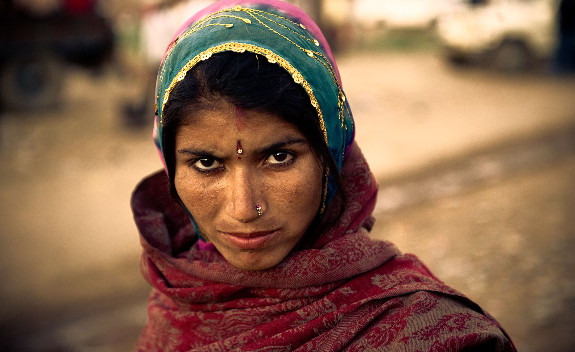 girl_at_pushkar_camel_fair_pushkar_india