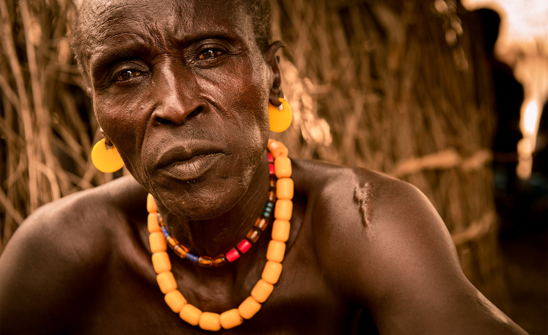 karo_tribe_man_omo_valley_ethiopia