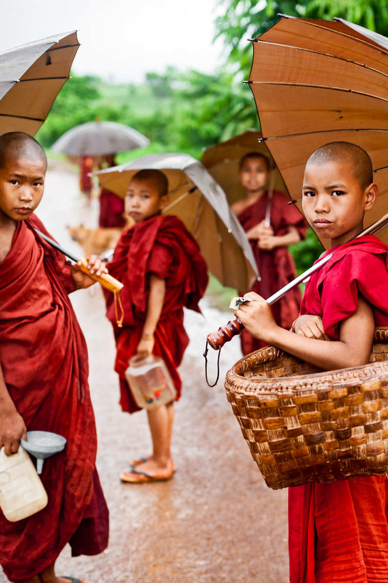 young_buddhist_monks_in_burma_myanmar